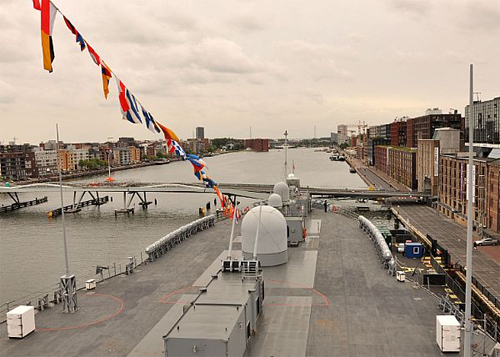 USS Mount Whitney in Amsterdam (foto: US Navy)